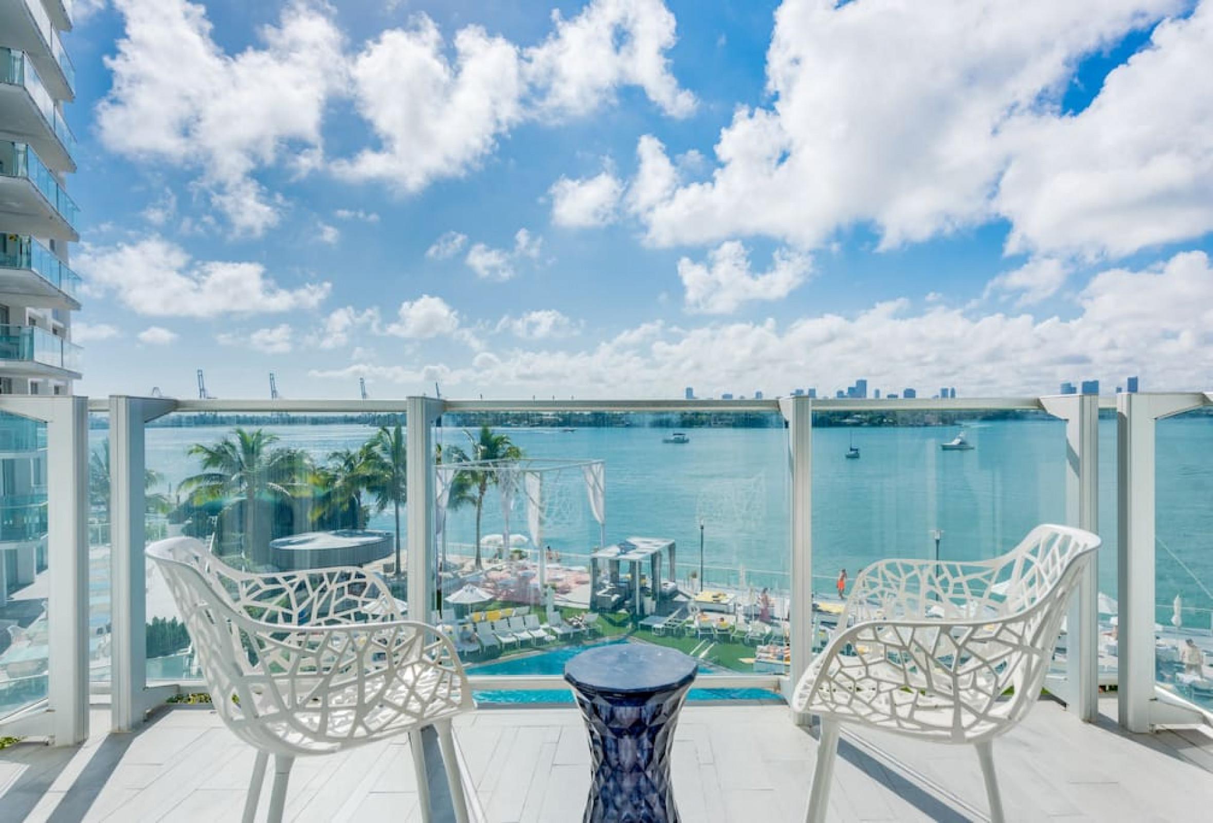 1100 West 920 Bay View Balcony Deluxe Suite