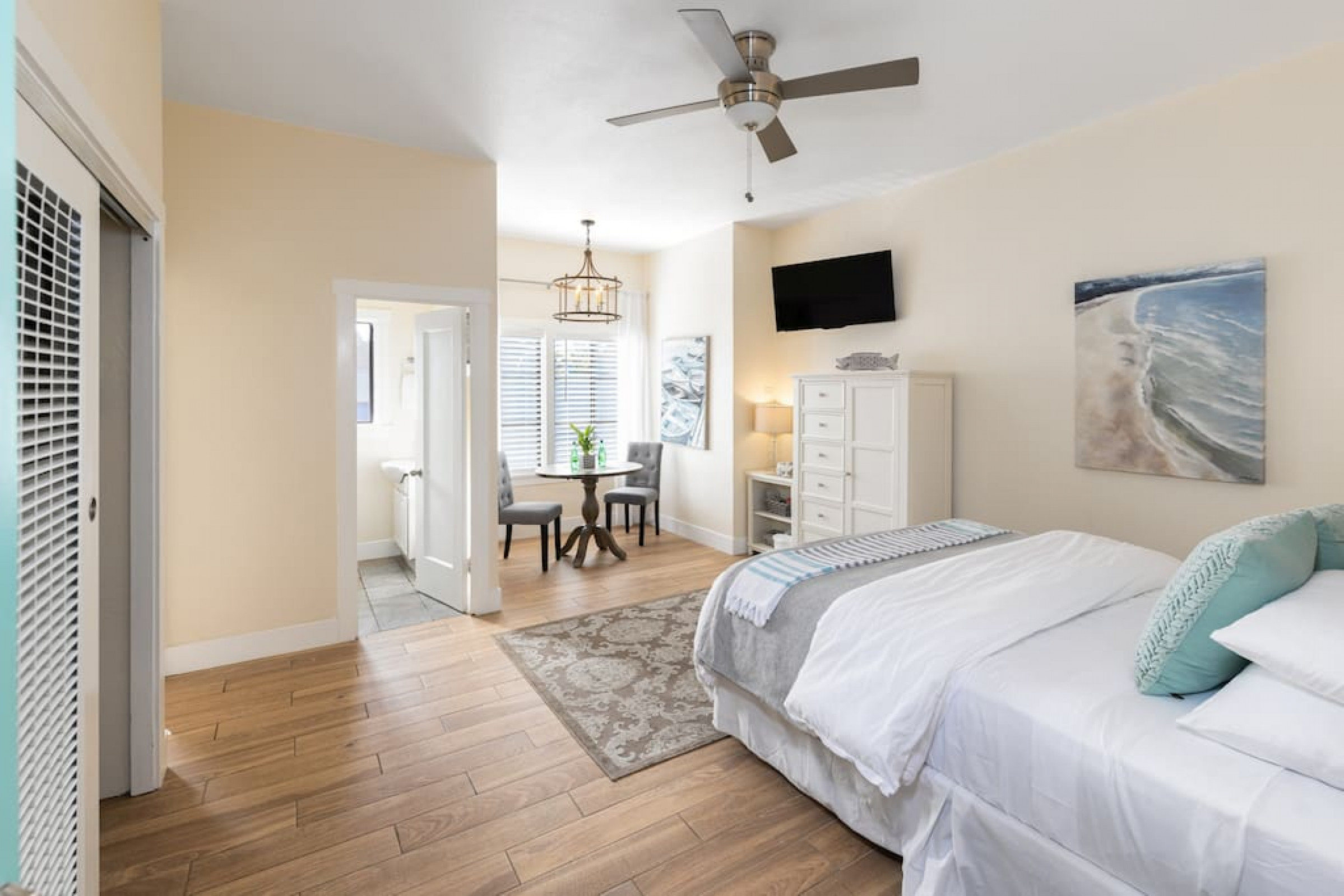Charming Studio in the heart of Capitola Village!