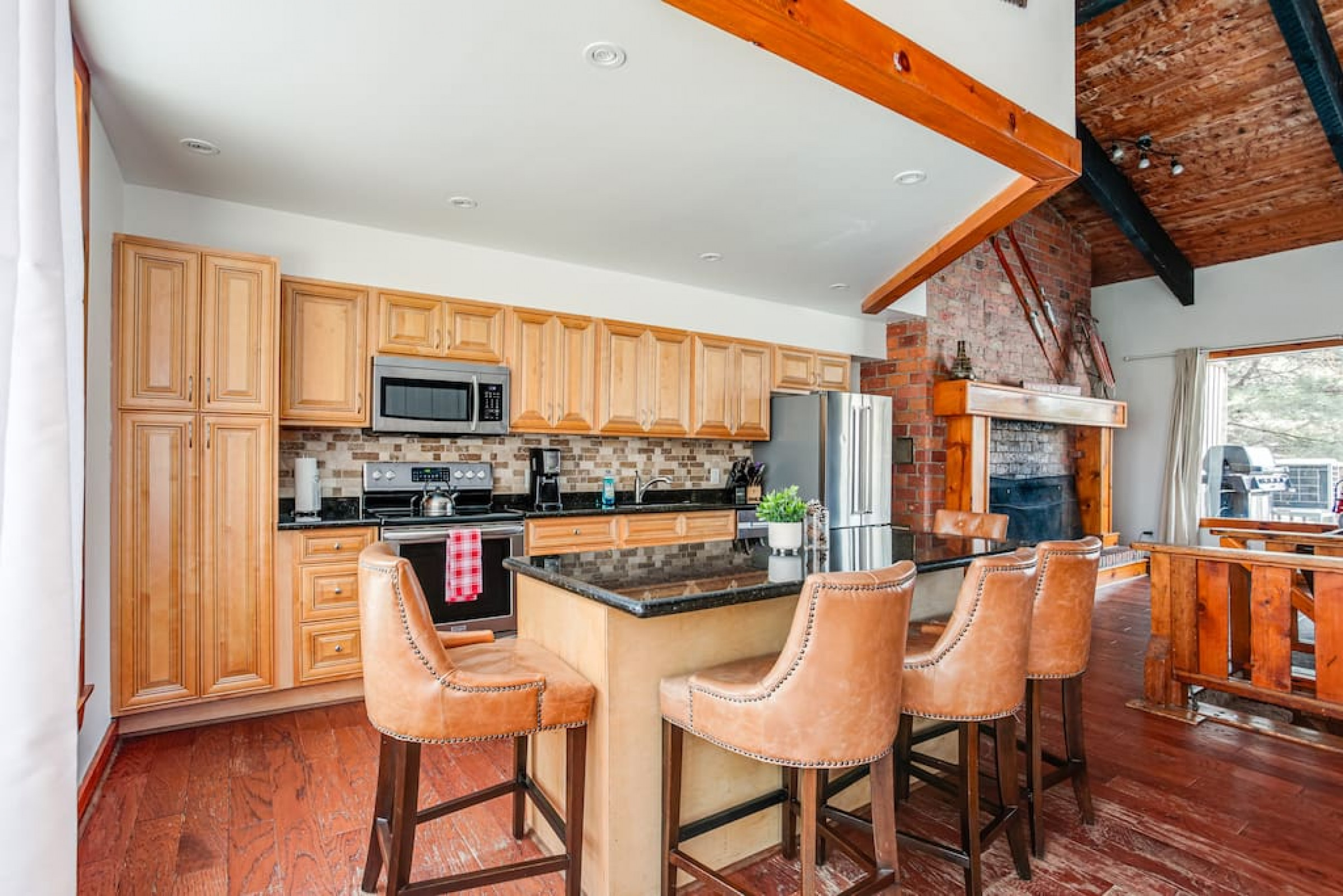 7 Bedroom Cozy Chalet with Private Hot Tub (80881)