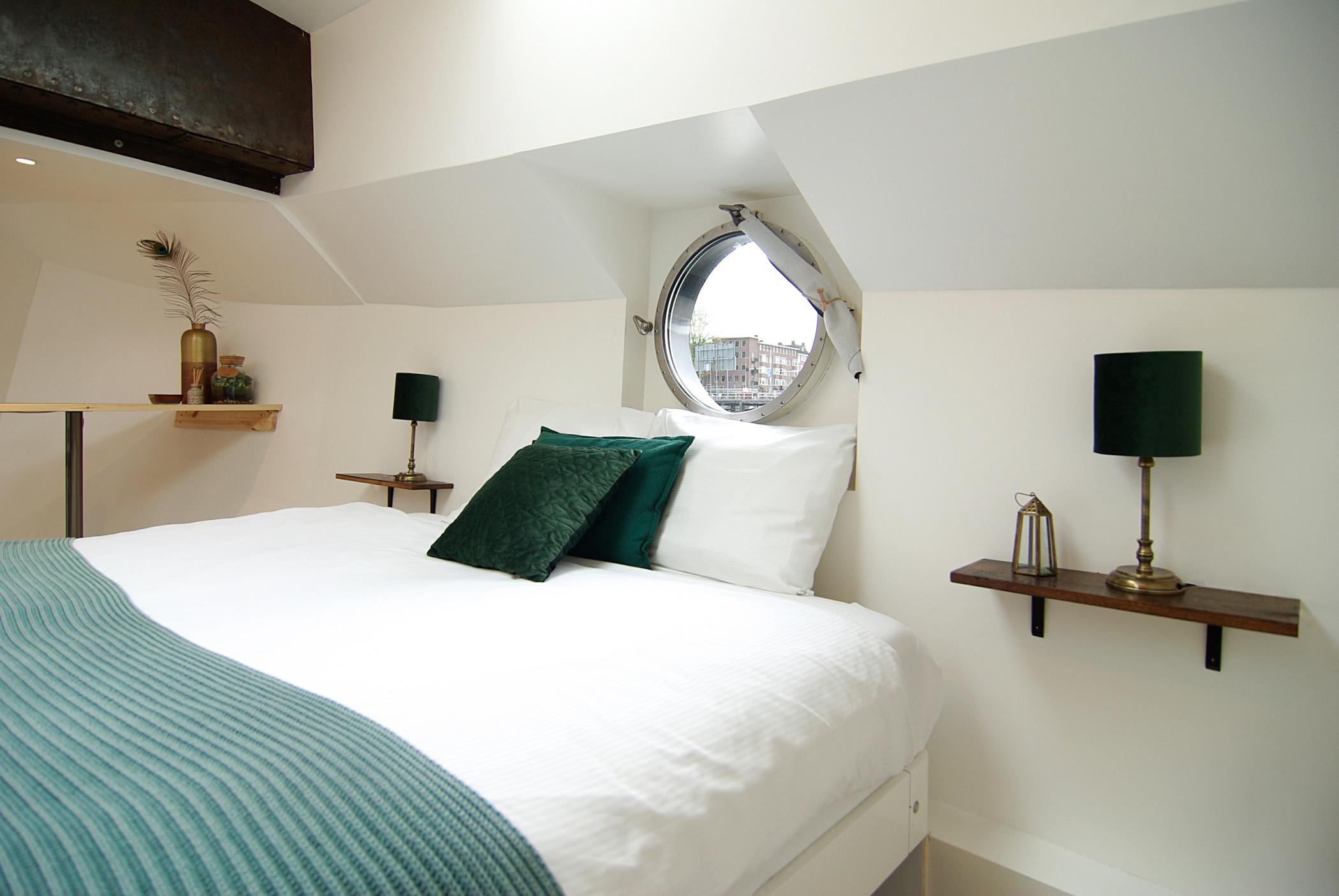 Bright & spacious Studio @ Eco-Houseboat!
