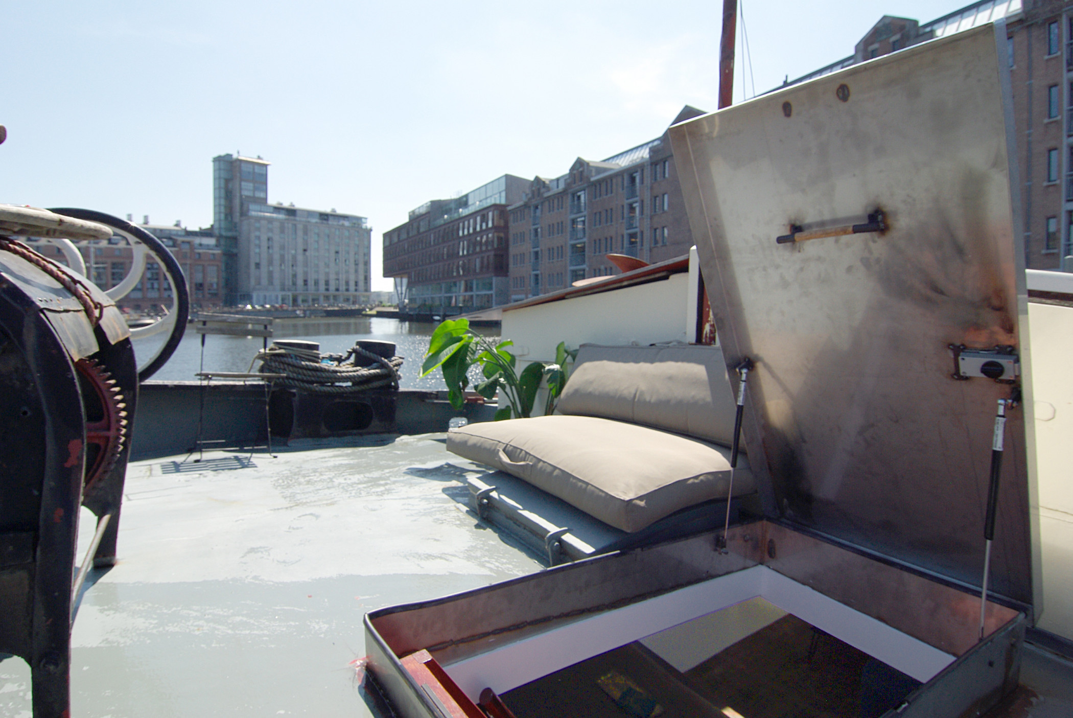 Eco-Unique Peaceful Houseboat next to the city centre