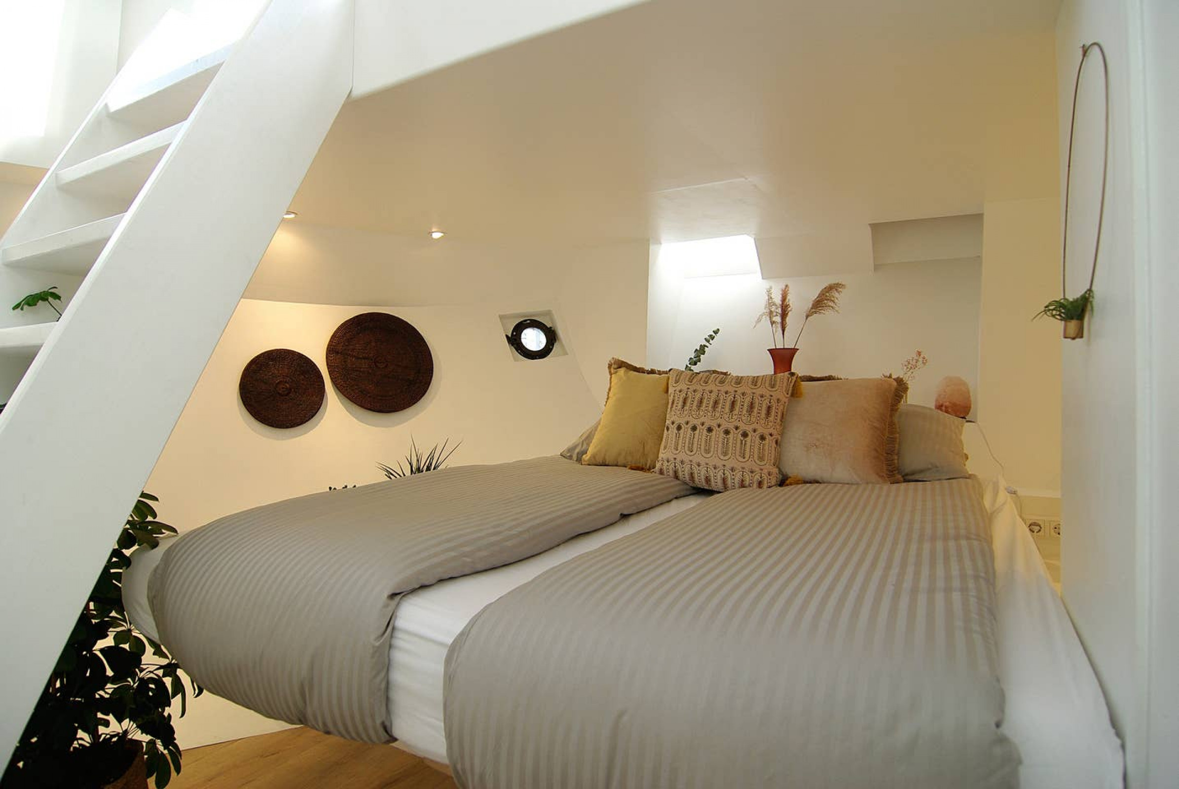 Luxury Houseboat - #instagram - Romantic getaway!