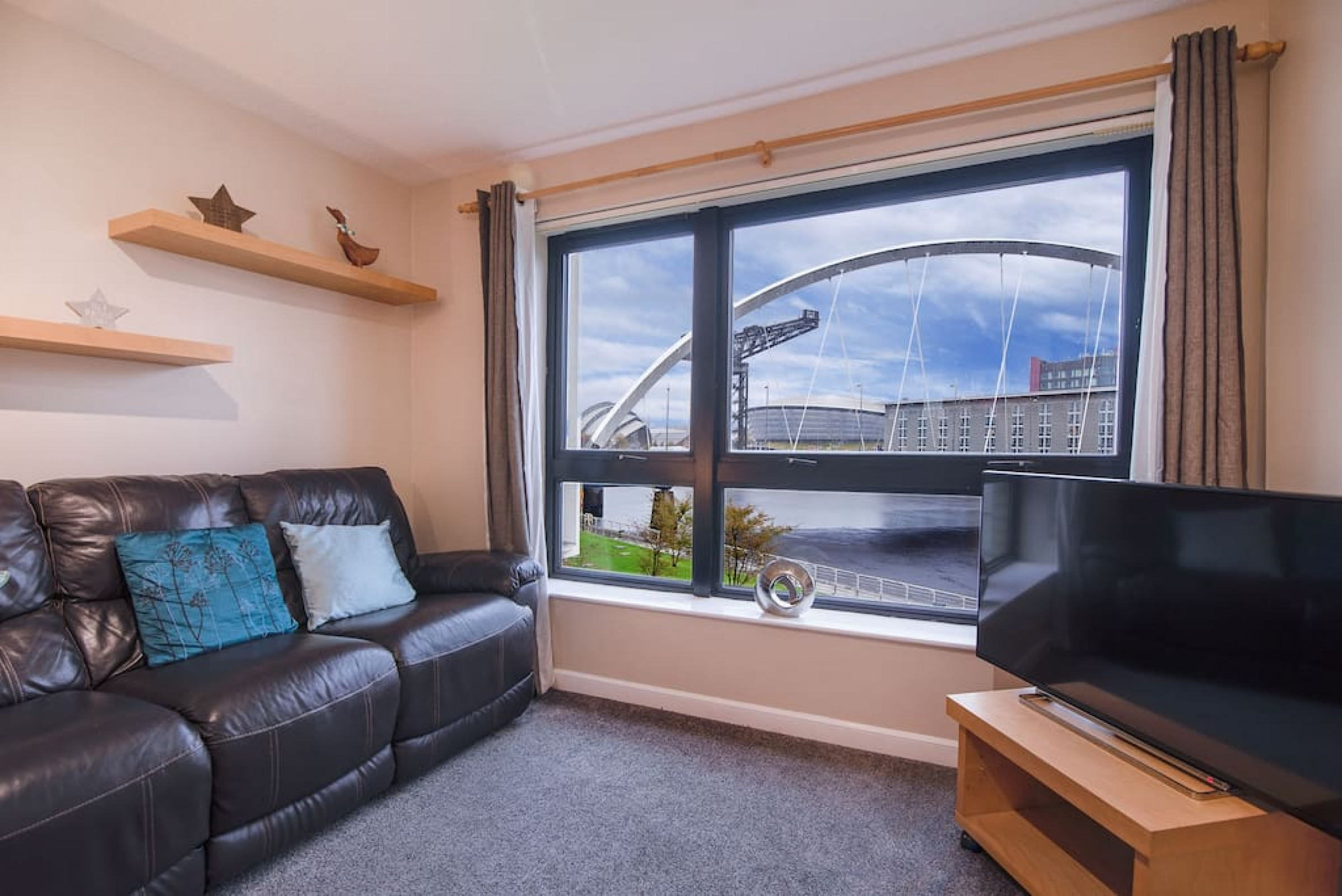 Arc View: SECC/Hydro Two Bed Flat With Parking