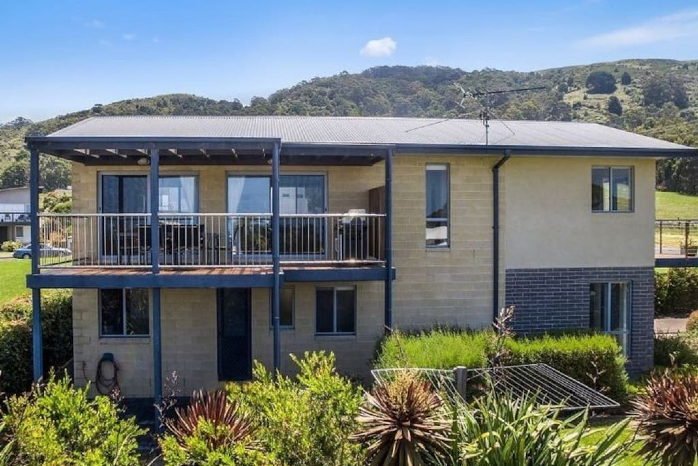 Beachside Bliss · Beachside Bliss with Secure yard l  Pet Friendly