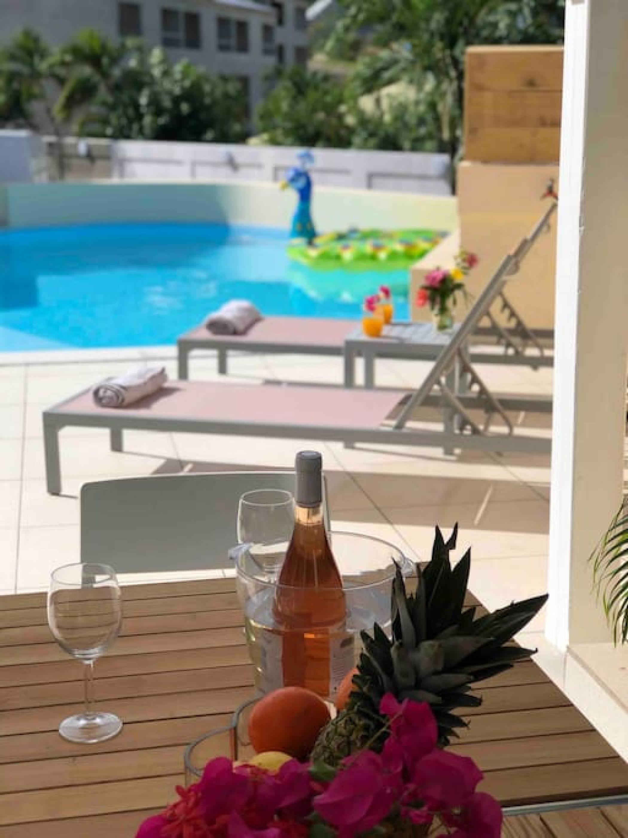 Belle suite S5 à 300m de la mer avec piscine à Cul de sac, Wifi haut débit