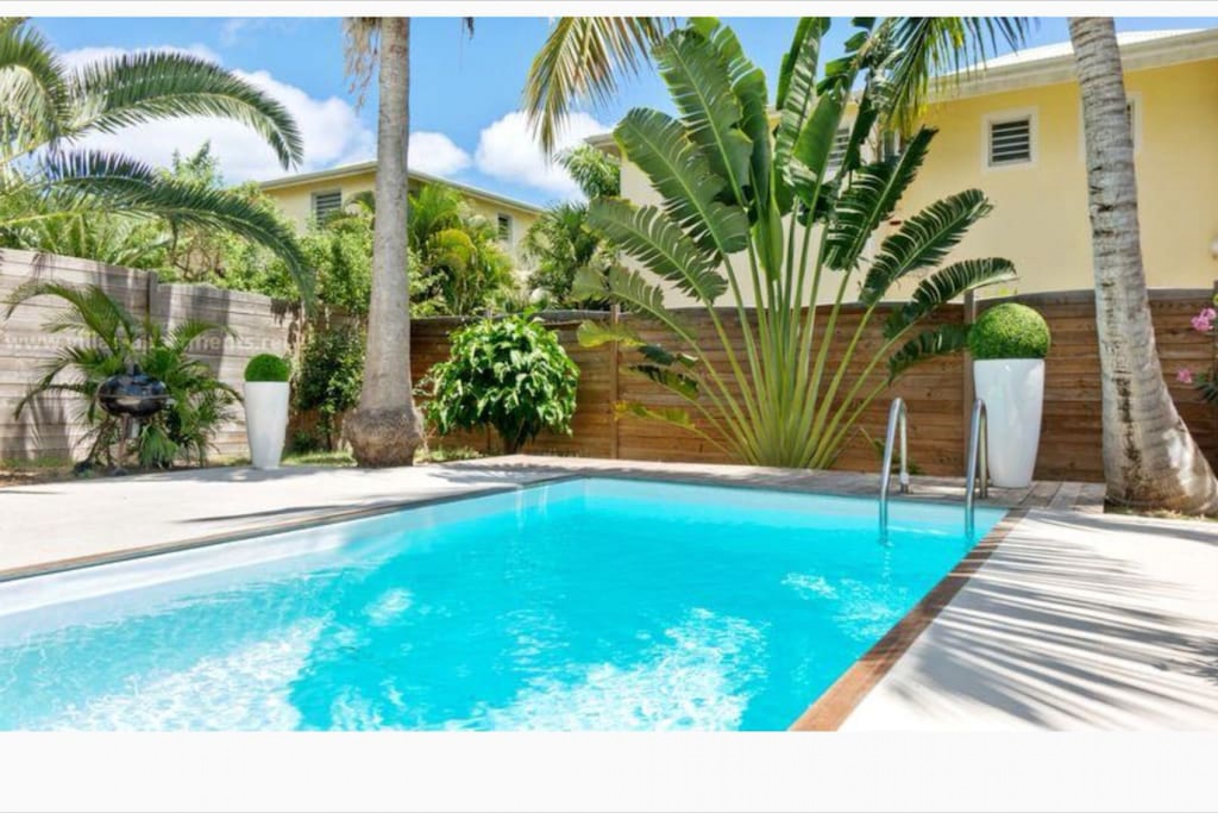 Magellan, spacious villa with private swimming pool, 2 min walk from Orient Bay beach