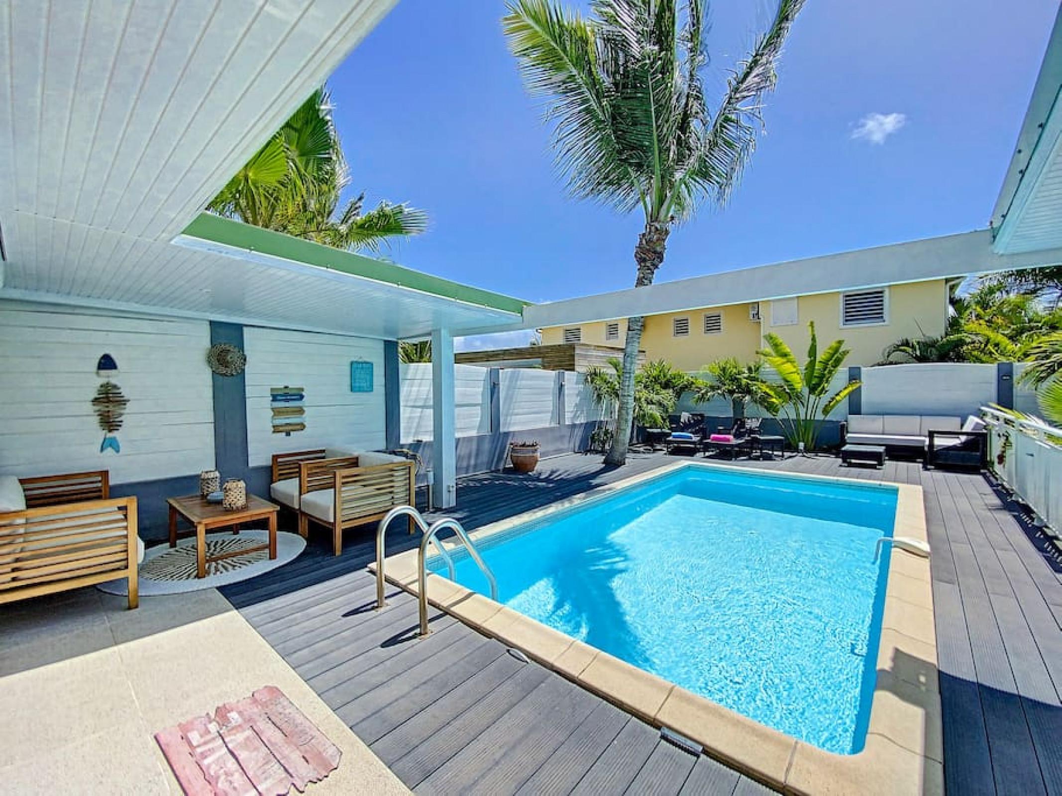 Villa Zandoli, à 250 m de la plage, piscine privée