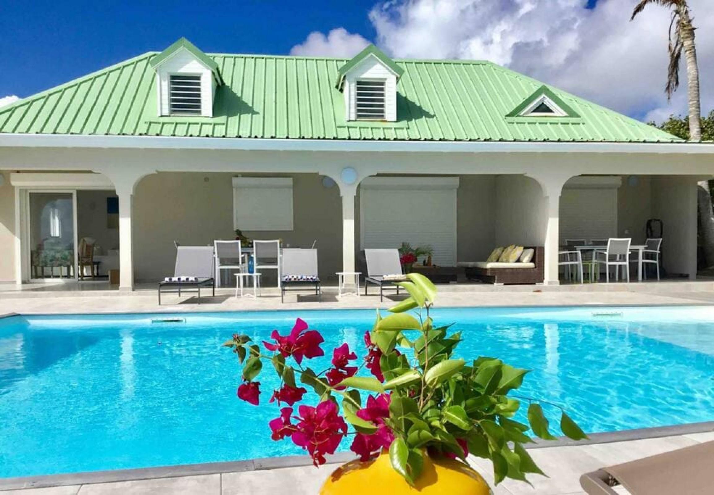 V1-V2 Belle maison avec panorama de rêve, grande piscine, à Oyster Pond, 4 Chambres