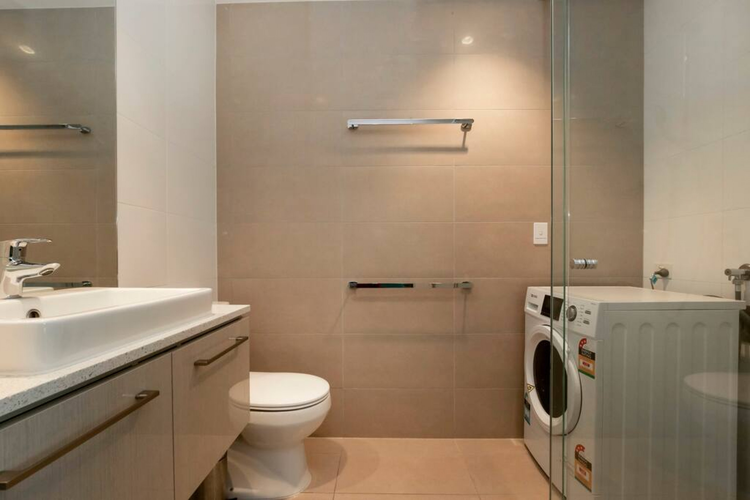 Southern Cross 2 Bedroom Apartment Gym & Pool