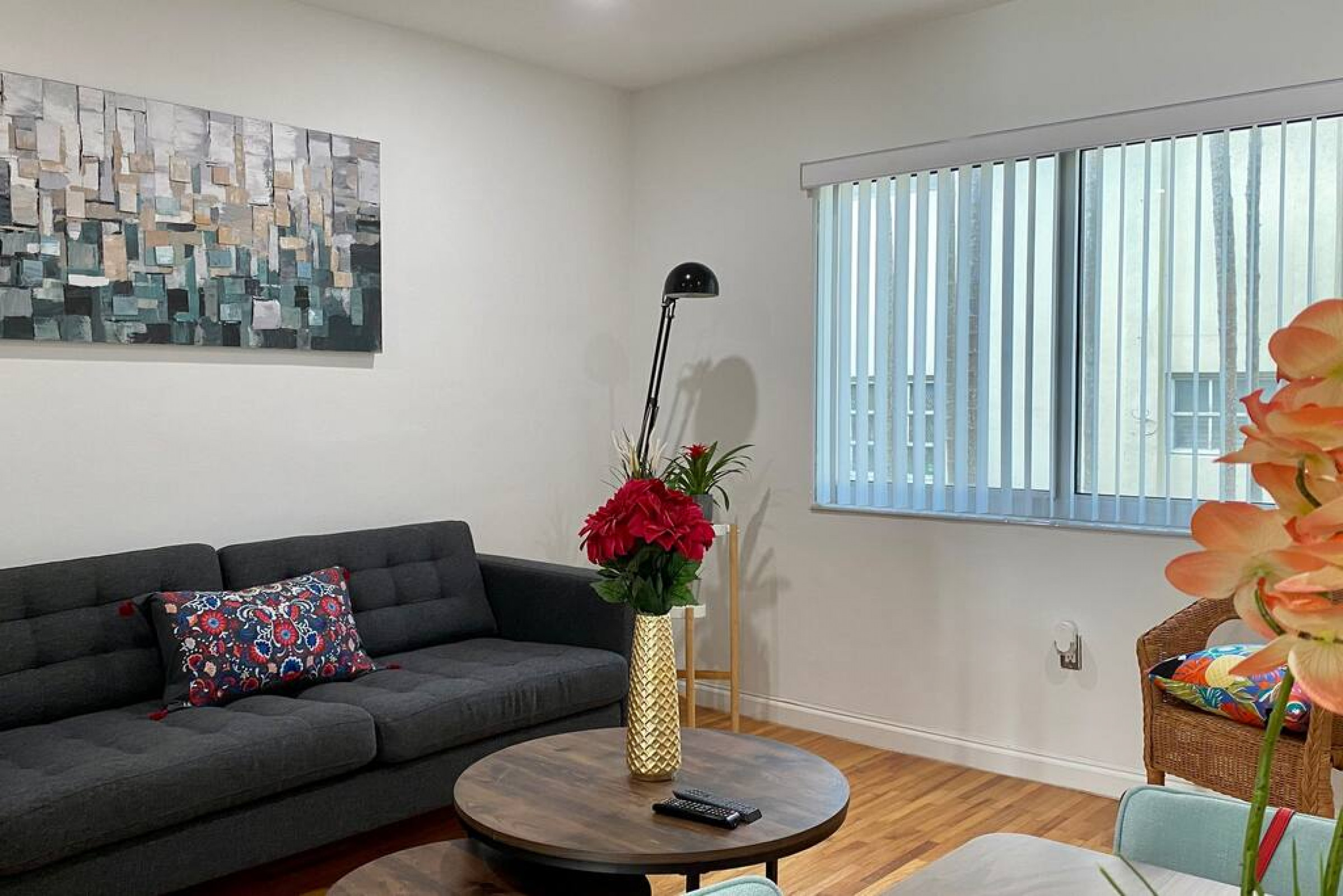 Beautiful and renovated great location w/parking