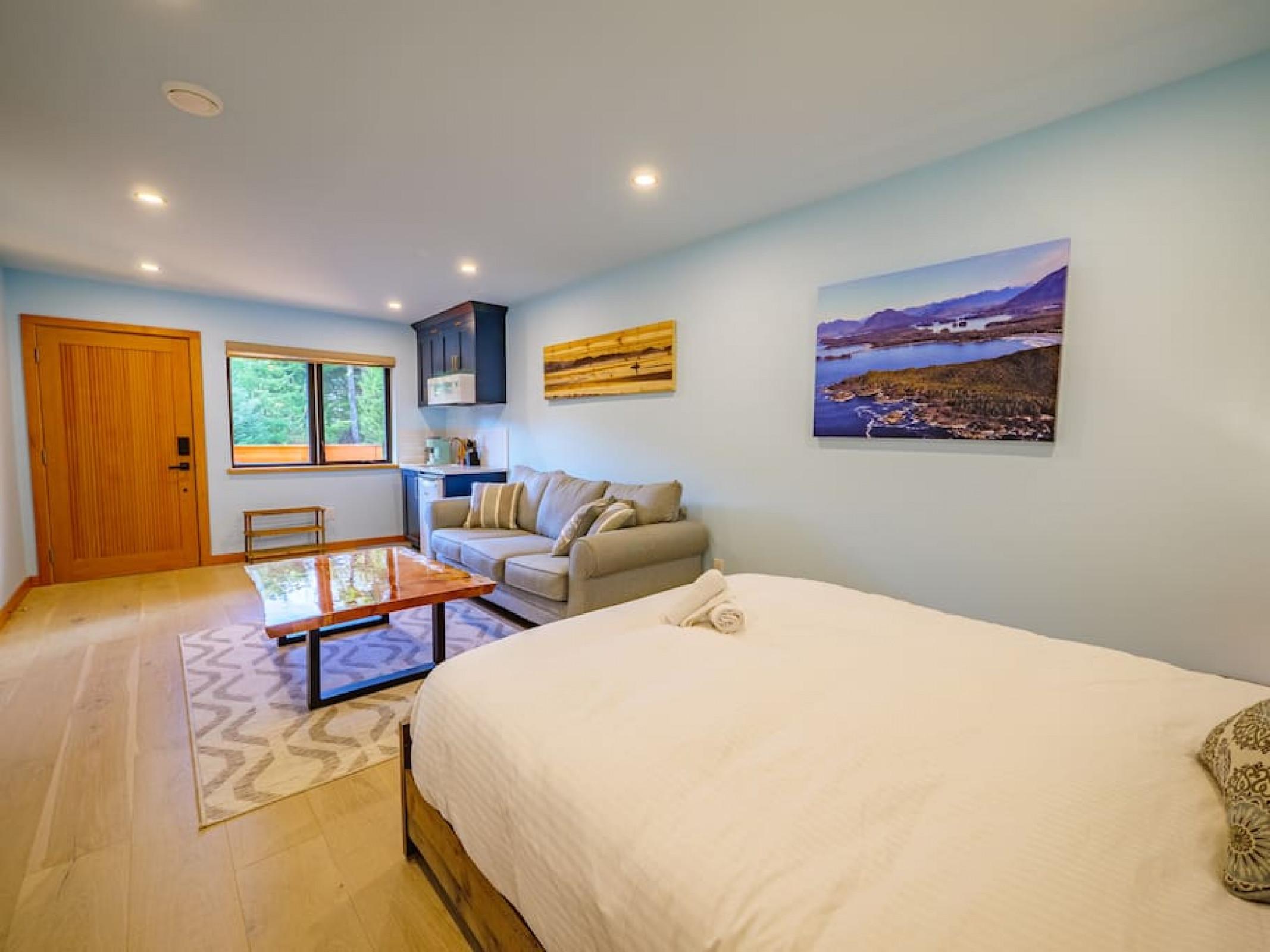 The Black Pearl | Luxurious West Coast Surf Suite