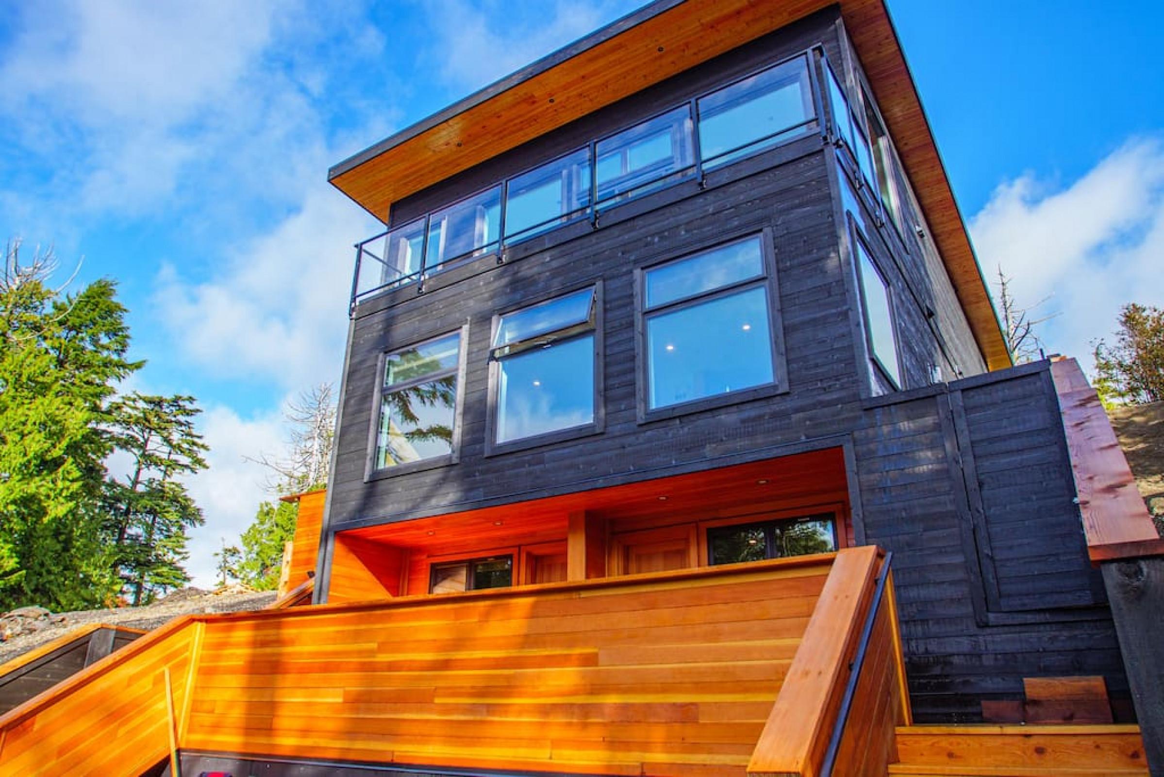 The Black Pearl | Luxurious West Coast Wave Suite